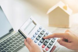 Doit-on rembourser son assurance emprunteur lors d'un report de mensualité de prêt immobilier ?